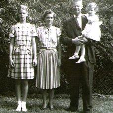 """W. Edwards Deming with Diana, Lola and Linda"", September 1946 http://deming.org"